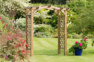 The Venus Garden Arch is ideal for creating an entrance in your garden.